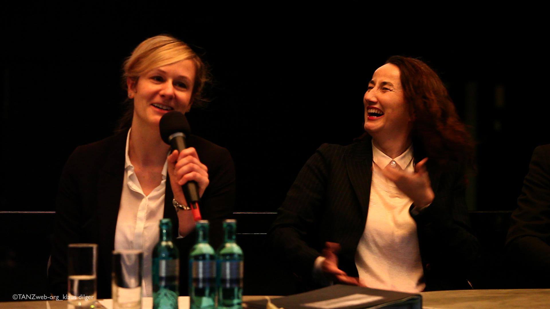 noch nicht lange her... die damalige Ministerin des Landes NRW Christina Kampmann bei der Vorstellung von Adolphe Binder als neue Intendantin und Künstlerische Leiterin
