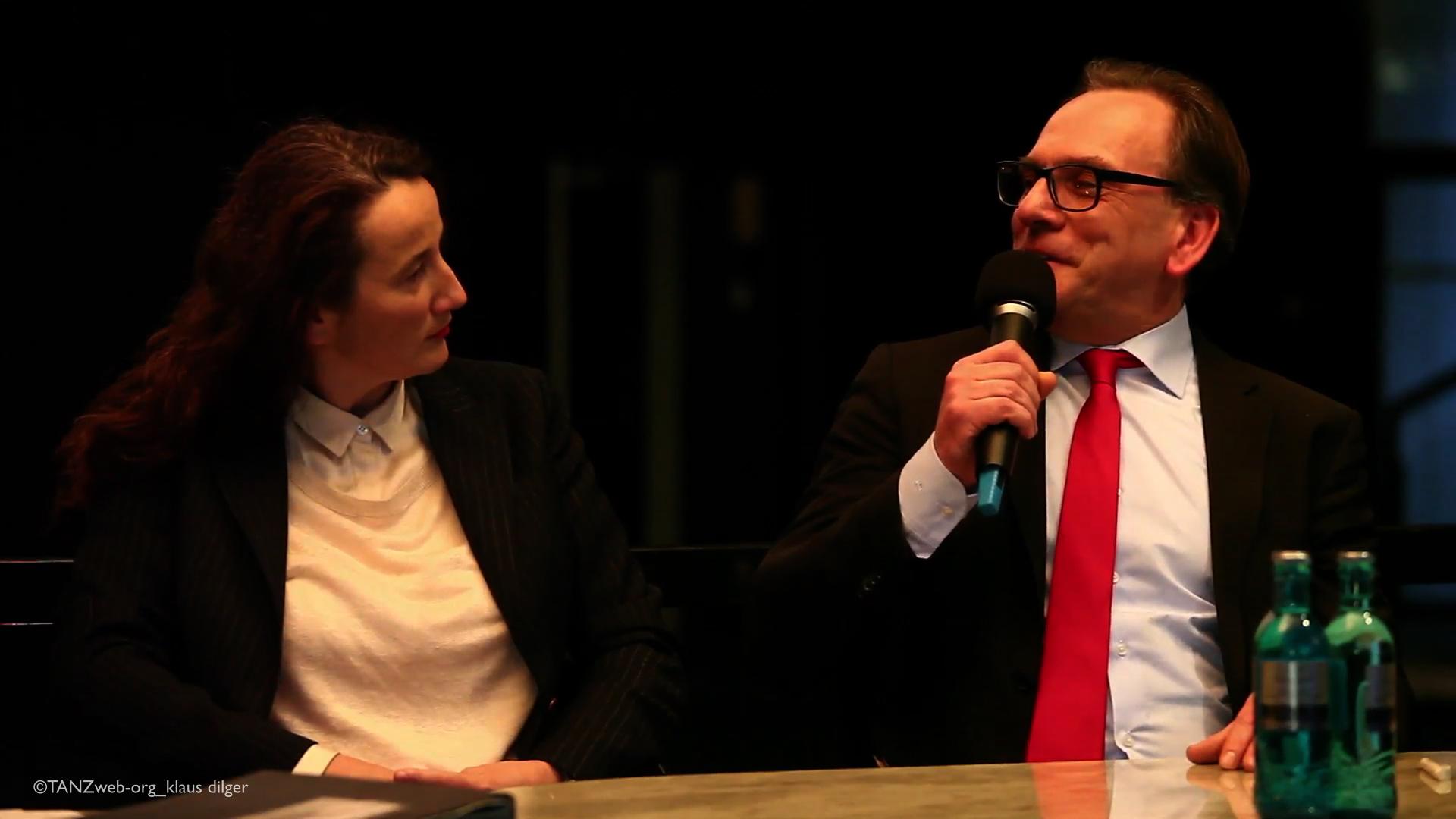 ...noch nicht lange her: Geschäftsführer Oberbürgermeister Mucke bei der Vorstellung von Adolphe Binder als neue Intendantin und Künstlerische Leiterin