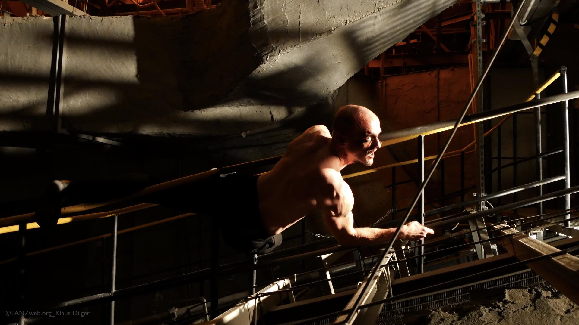 Kresnik DIE HÖLLE | INFERNO Wuppertaler Schauspiel ©TANZweb.org_Klaus Dilger