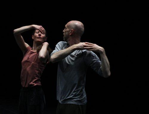 """NACHTKRITIK: Der Tänzerkörper als Massengrab . Die Kompanie Dance On gastiert mit """"Water Between Three Hands"""" von Rabih Mroué im Kölner Depot 2  .  Von Nicole Strecker"""