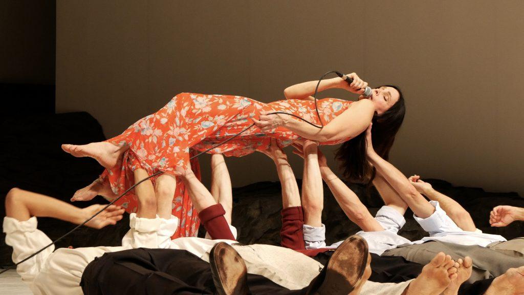 Tanztheater Wuppertal Pina Bausch ©PRESSEBILDER-TANZWEB-Masurca-Fogo