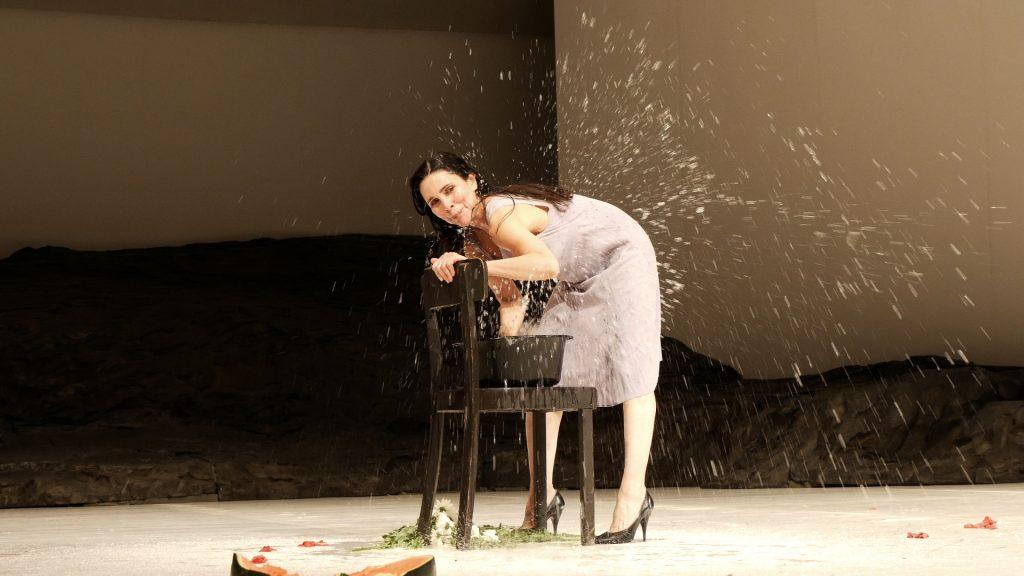 Ruth Amarante in Masurca Fogo von Pina Bausch - Tanztheater Wuppertal ©Klaus Dilger