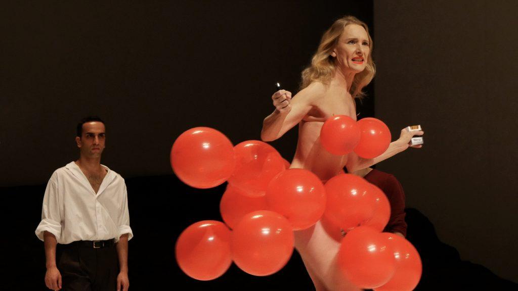 Julie Shanahan und Çağdaş Ermis in Masurca Fogo von Pina Bausch - Tanztheater Wuppertal ©Klaus Dilger