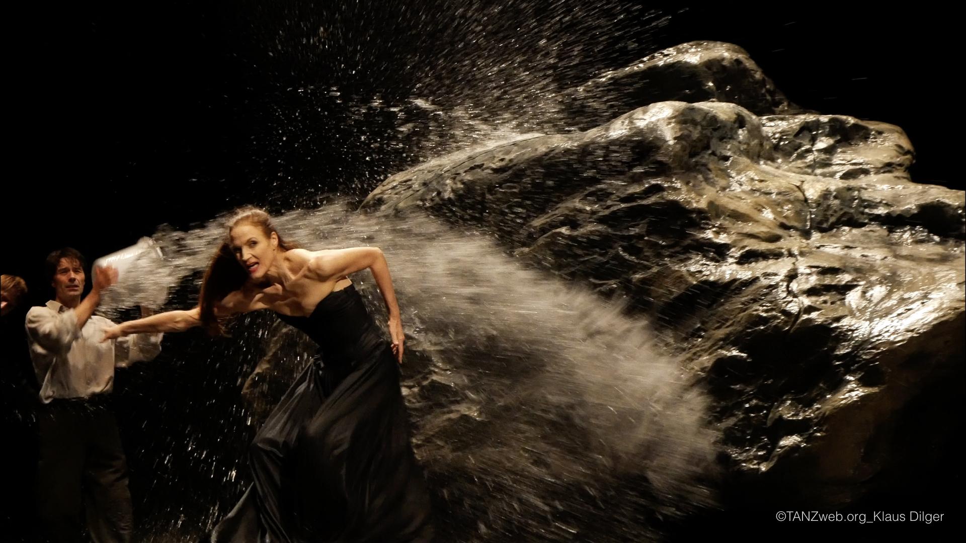 ©Klaus Dilger VOLLMOND Pina Bausch Tanztheater Wuppertal