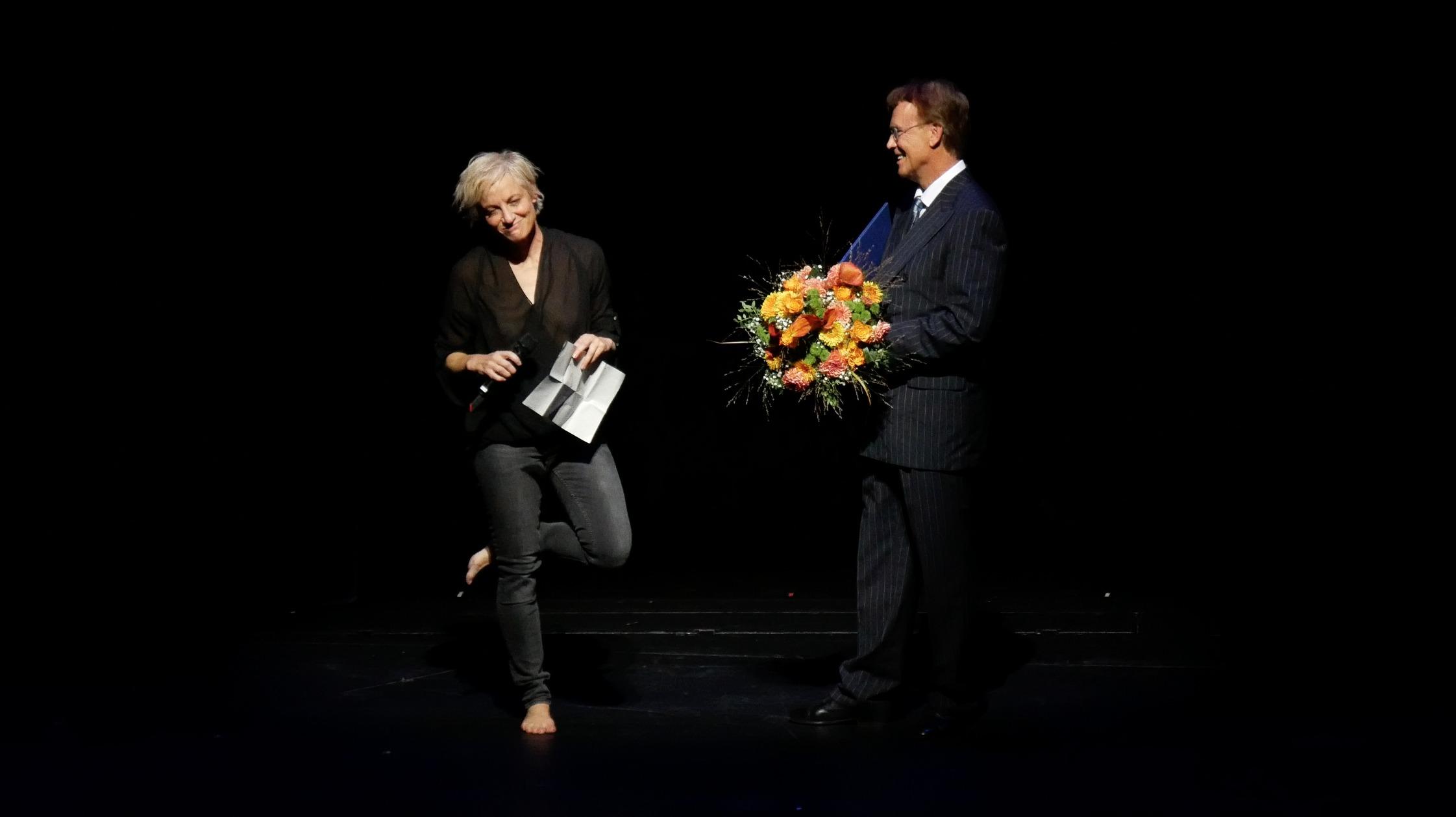 ©PRESSEBILDER Klaus Dilger_TANZWEB Verleihung Deutscher Tanzpreis 2018 in Essen Meg Stuart bei ihrer Dankesrede