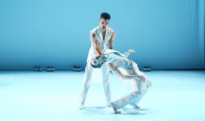 Scapino Ballet Rotterdam PAS DE DEUX_Ed Wubbe_©TANZweb.org_Klaus Dilger
