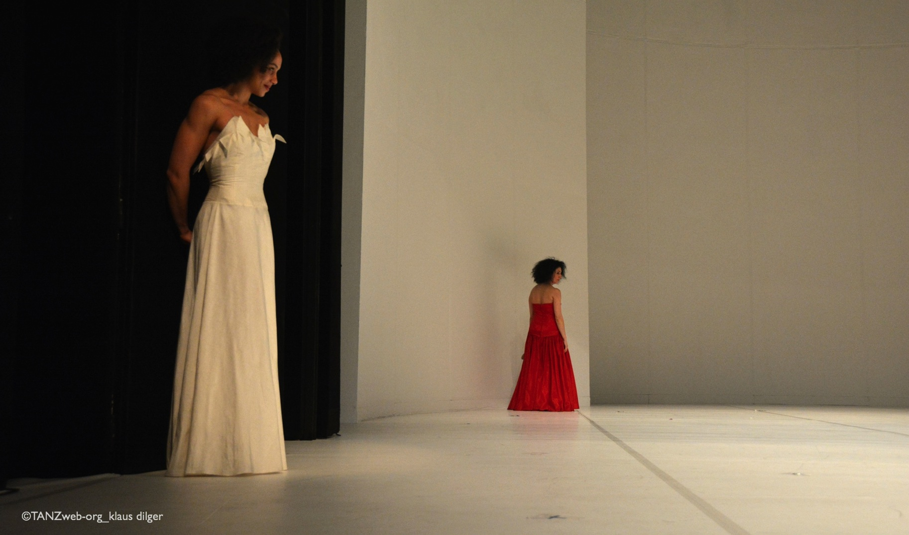 Ophelia Young und Cristina Morganti in AGUA_Pina Bausch©Klaus Dilger