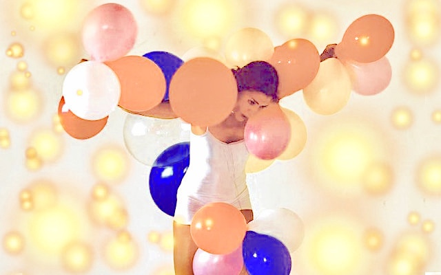XX-TanzTheater_Sparkling-bubbles
