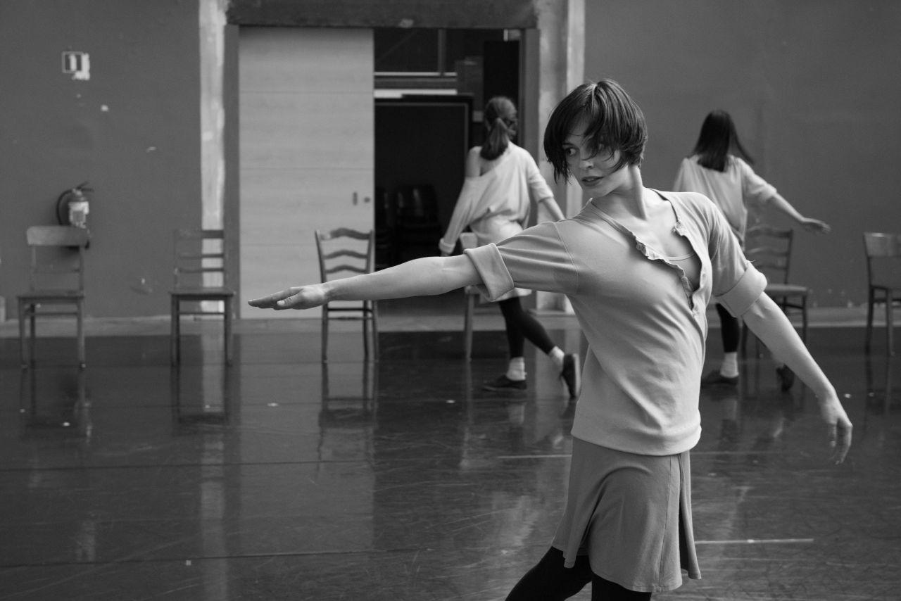 rosas-rehearsing-irosas-danst-rosasi-c-anne-van-aerschot-rdrrepetities