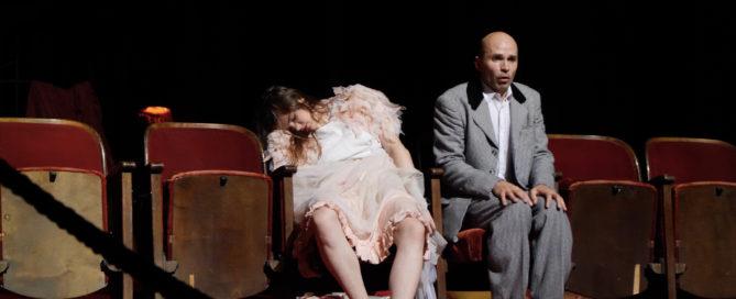 Pina-Bausch-Tanztheater-Wuppertal_22Er-nahm-sie-bei-der-Hand...22©TANZweb.org_Klaus-Dilger.